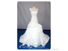 供应婚纱礼服 哪里的婚纱礼服最好