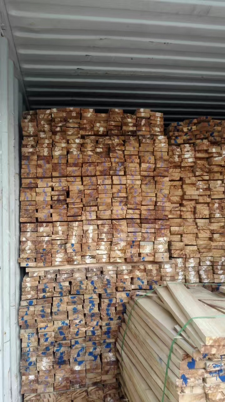 大量供应泰国橡胶木家具 橡木楼梯 实木线条 工艺品