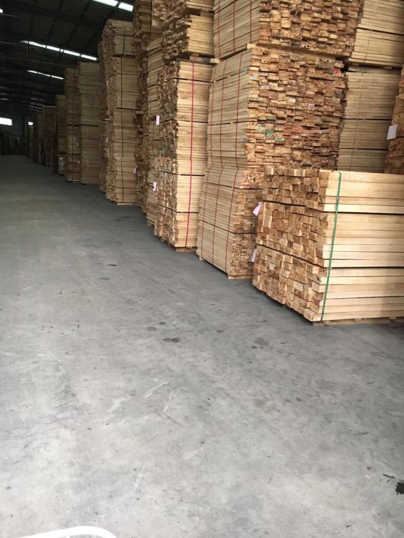 大量批发橡胶木 进口材 各种工艺品家具地板楼梯木板材