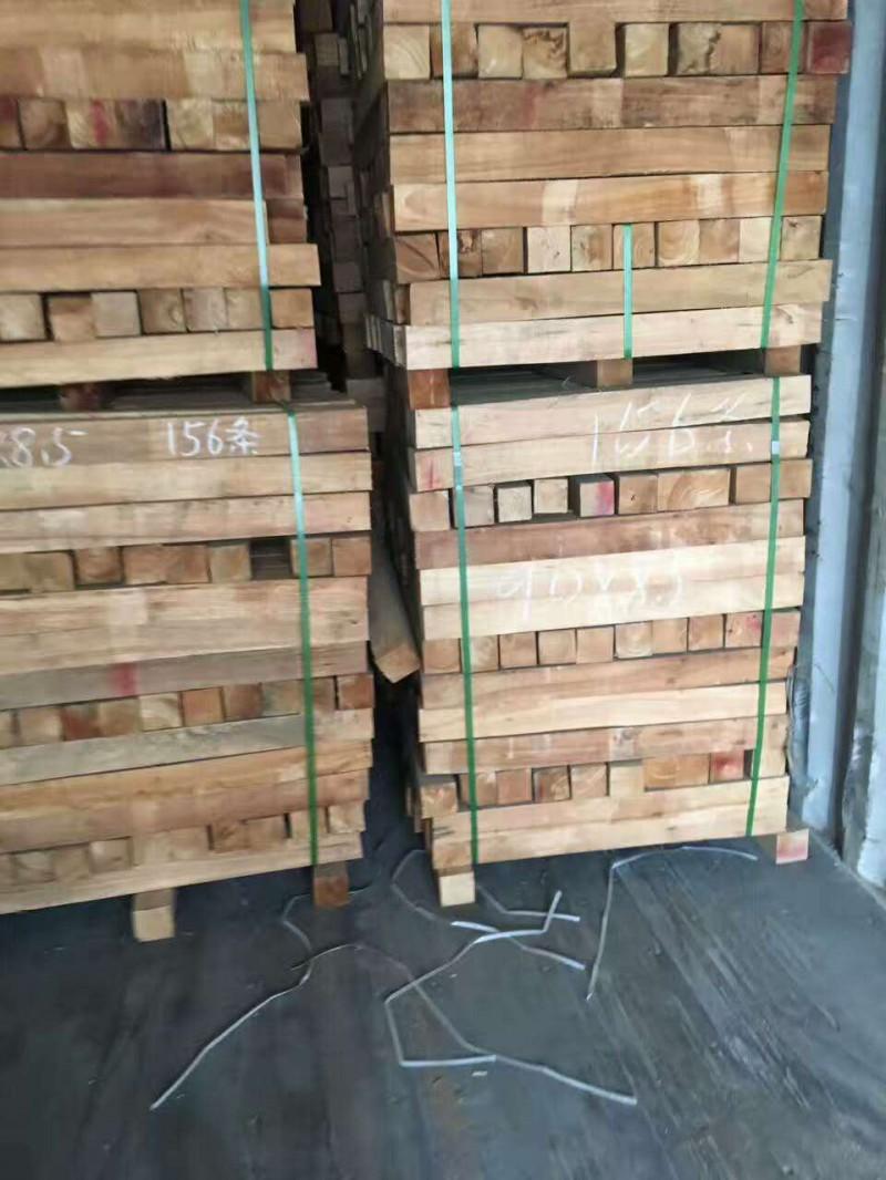 长期供应国产橡胶木实木柱子橡胶木实木家具材实木凳子脚批发